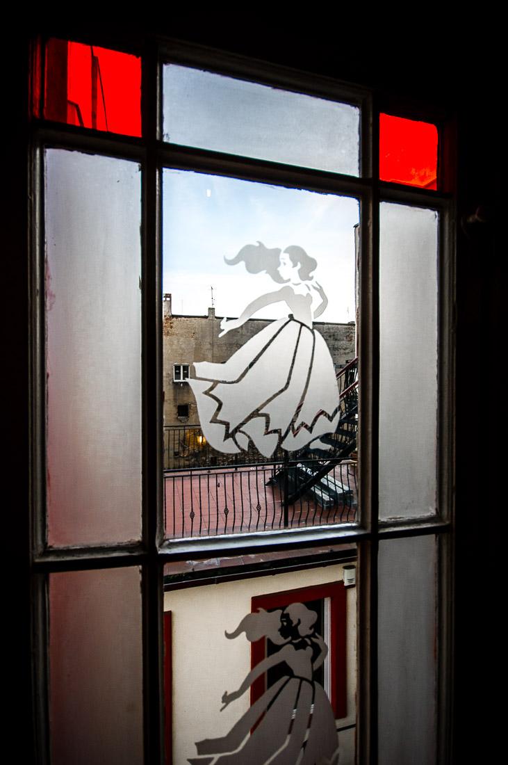 Galeria sztuki w klatce zamknieta 10